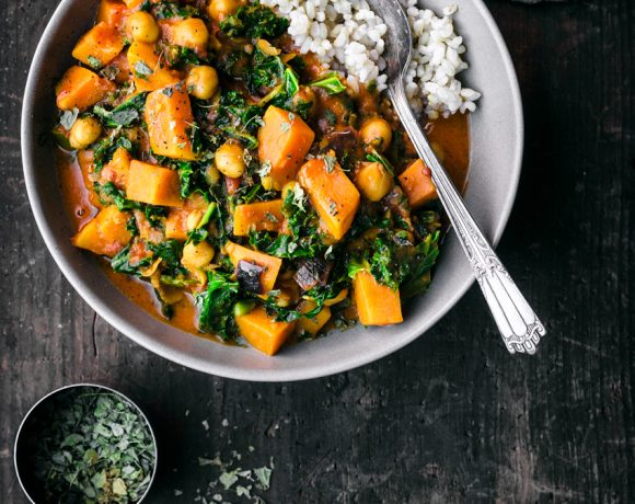 Vegan Chickpea, Sweet Potato, and Kale Curry | occasionallyeggs.com #healthy #veganrecipes