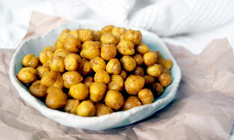 Crunchy Roasted Chickpeas | occasionallyeggs.com