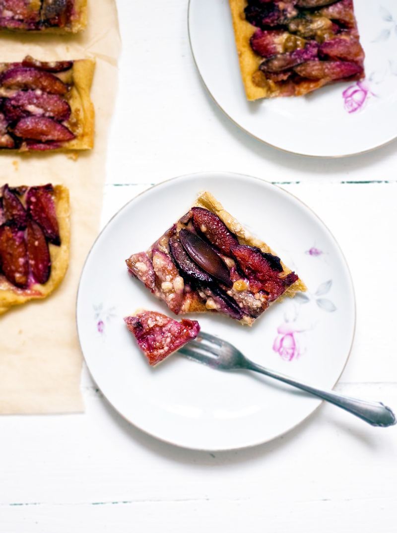 Zwetschgendatschi or Bavarian Plum Sheet Cake | occasionallyeggs.com #veganrecipes
