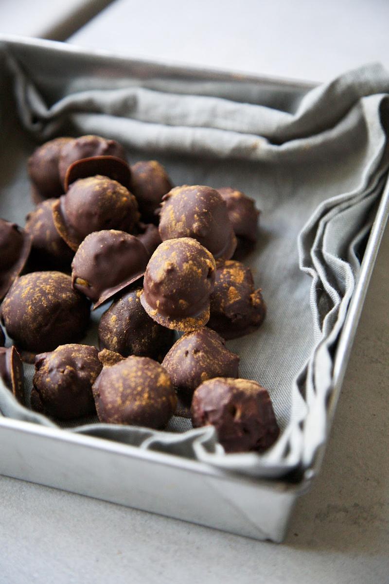 Pumpkin Spice Chocolate Truffles | occasionallyeggs.com
