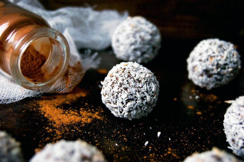 Chocolate Snowball Cookies | occasionallyeggs.com #glutenfree #grainfree #veganrecipes