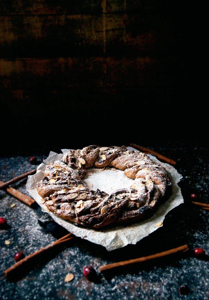Holiday Wreath Bread   occasionallyeggs.com #veganrecipes