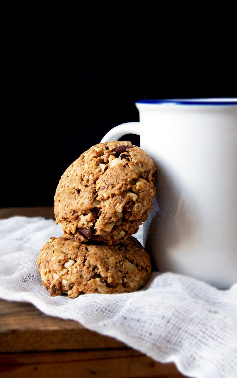 Hazelnut Oatmeal Chocolate Chip Cookies | occasionallyeggs.com #veganrecipes #coconutsugar