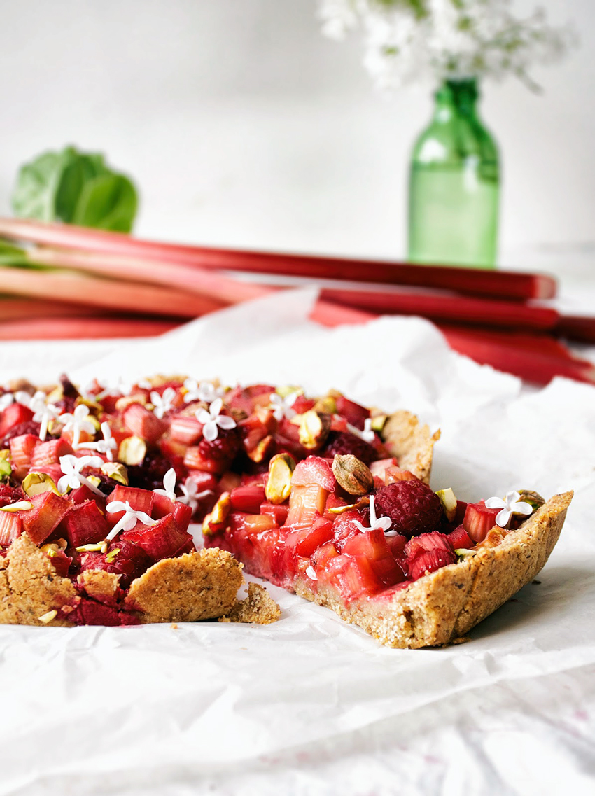 Rhubarb Almond Tart | occasionallyeggs.com #veganrecipes #spring