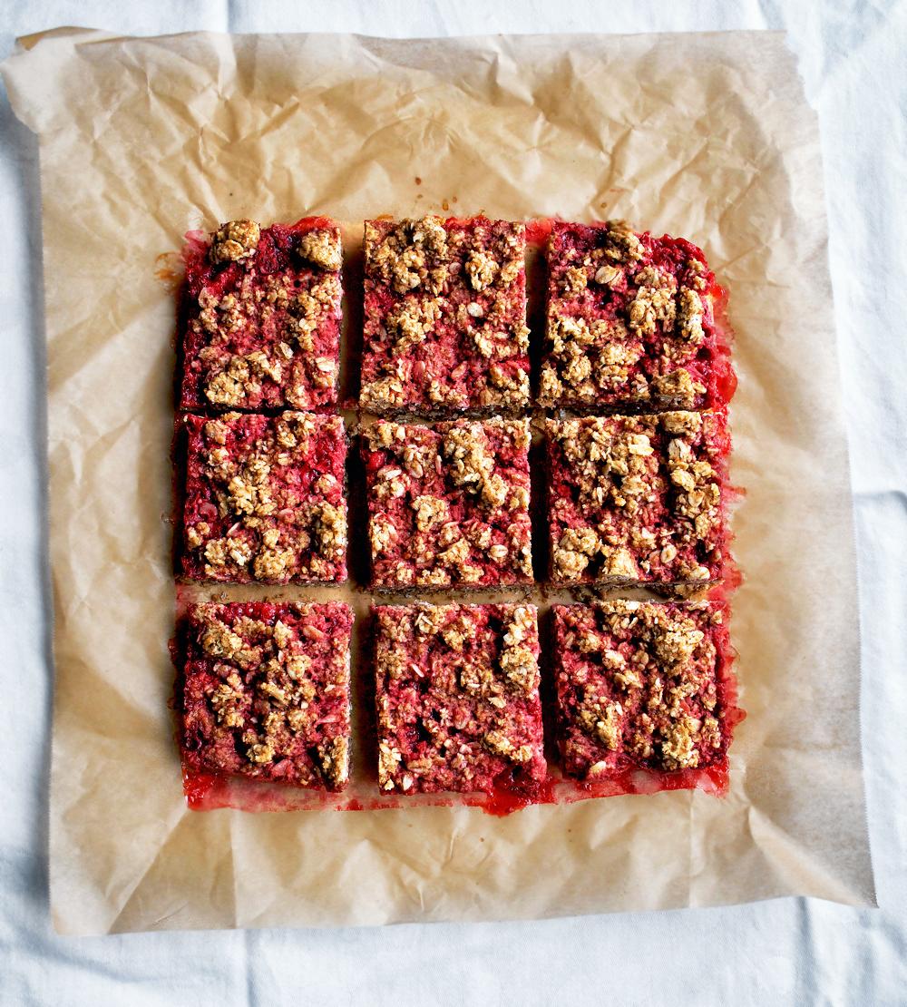Strawberry Jam Crumble Bars | occasionallyeggs.com
