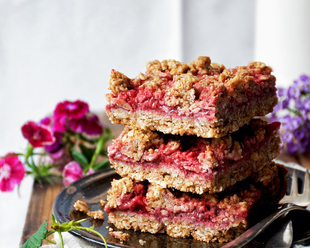 Strawberry Jam Crumble Bars | occasionallyeggs.com