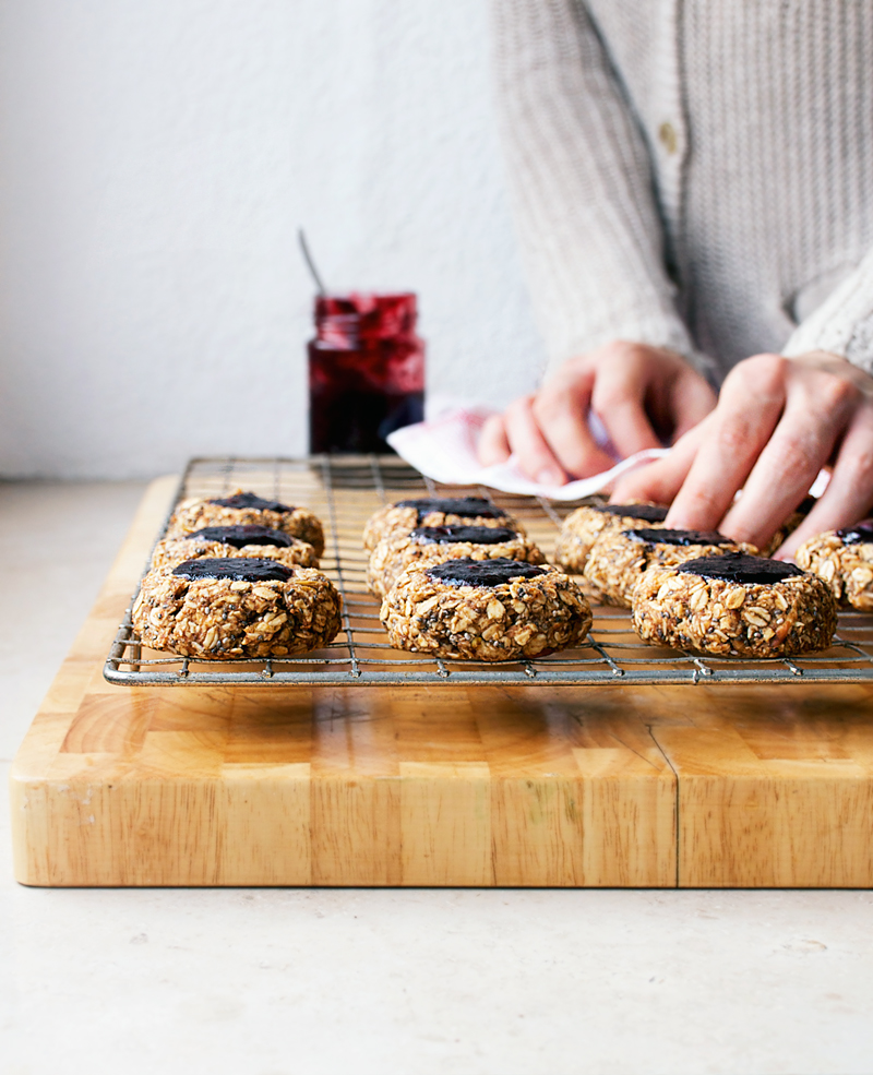 Apple & Oat Blackberry Jam Thumbprint Breakfast Cookies | occasionallyeggs.com