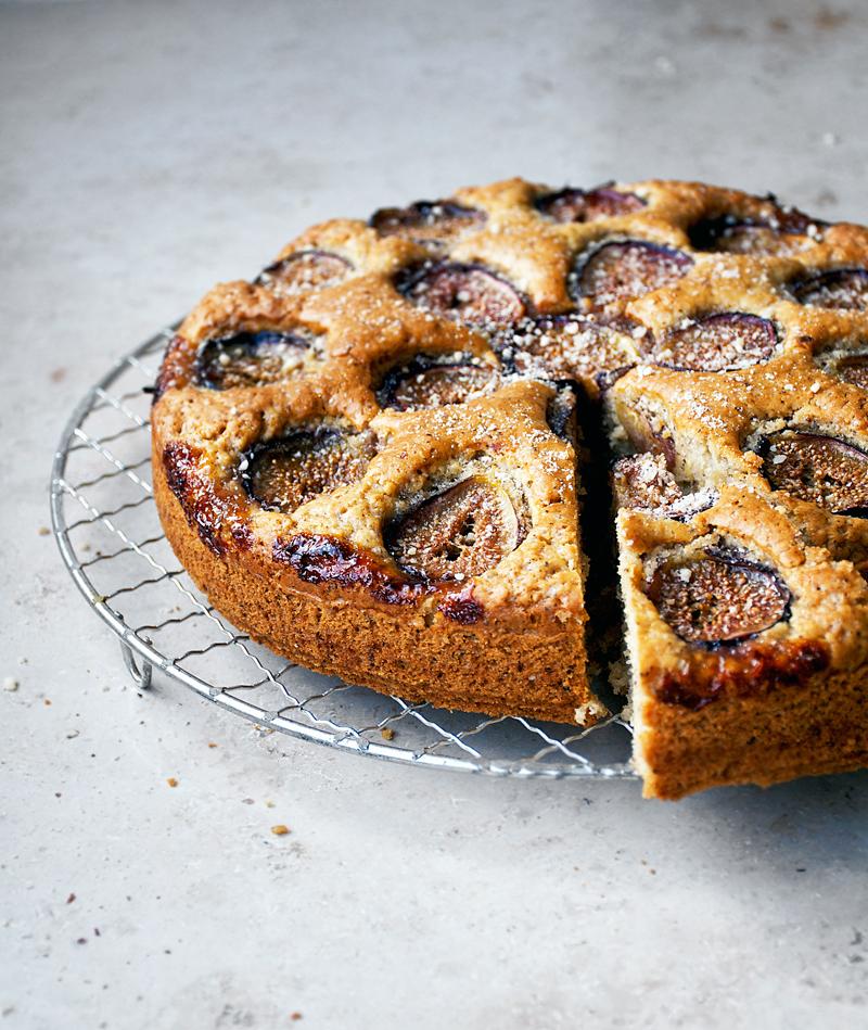 Fig & Hazelnut Cake | occasionallyeggs.com