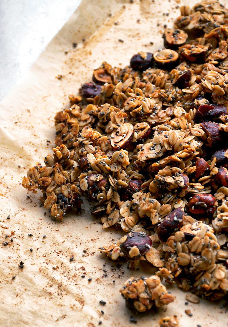 Vegan Cinnamon Hazelnut Granola | occasionallyeggs.com
