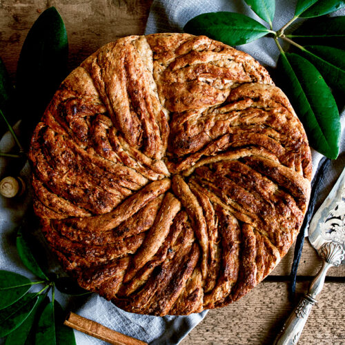 Vegan Apple Cinnamon Bun Cake | occasionallyeggs.com