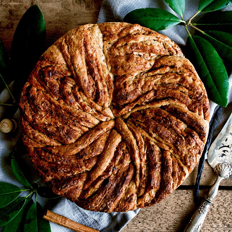 Apple Cinnamon Bun Cake
