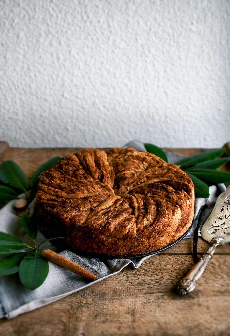 Vegan Apple Cinnamon Bun Cake   occasionallyeggs.com