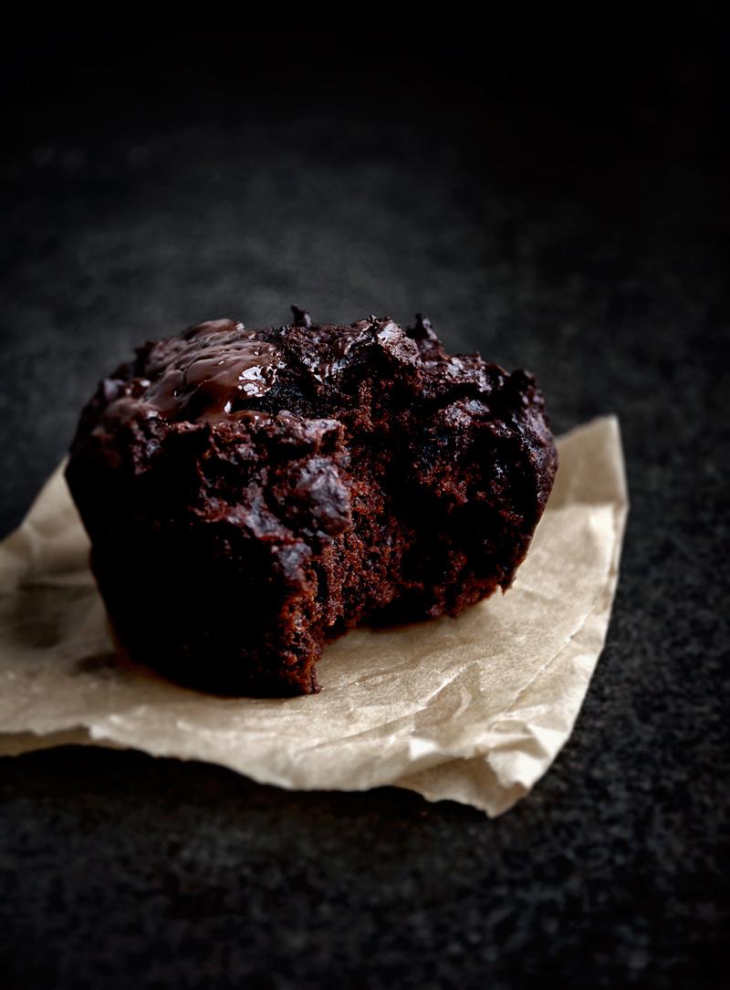 Vegan Chocolate Beet Muffins | occasionallyeggs.com