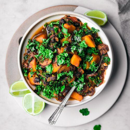 Winter Black Bean and Pumpkin Chili | occasionallyeggs.com #winterfood #veganrecipes #healthy