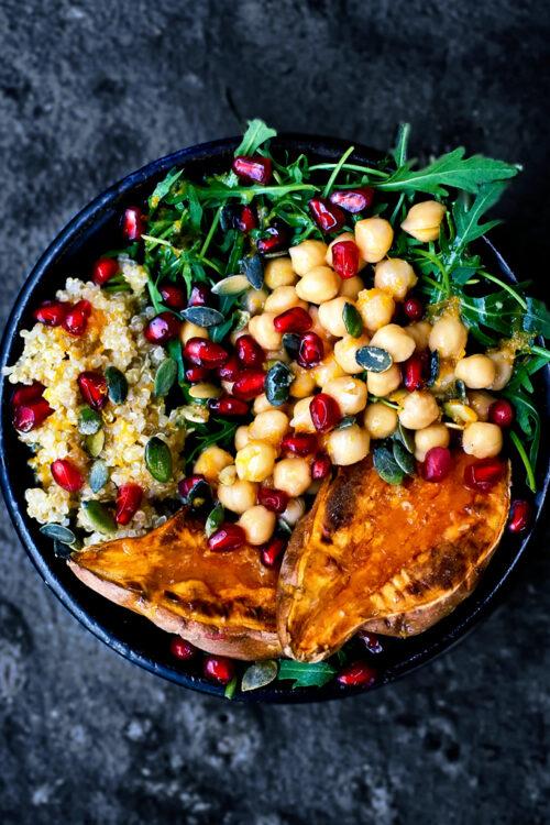 Moroccan Chickpea, Quinoa, and Sweet Potato Lunch Bowls | occasionallyeggs.com