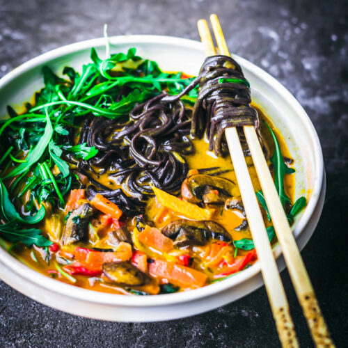 Golden Coconut Curry Noodle Bowls | occasionallyeggs.com
