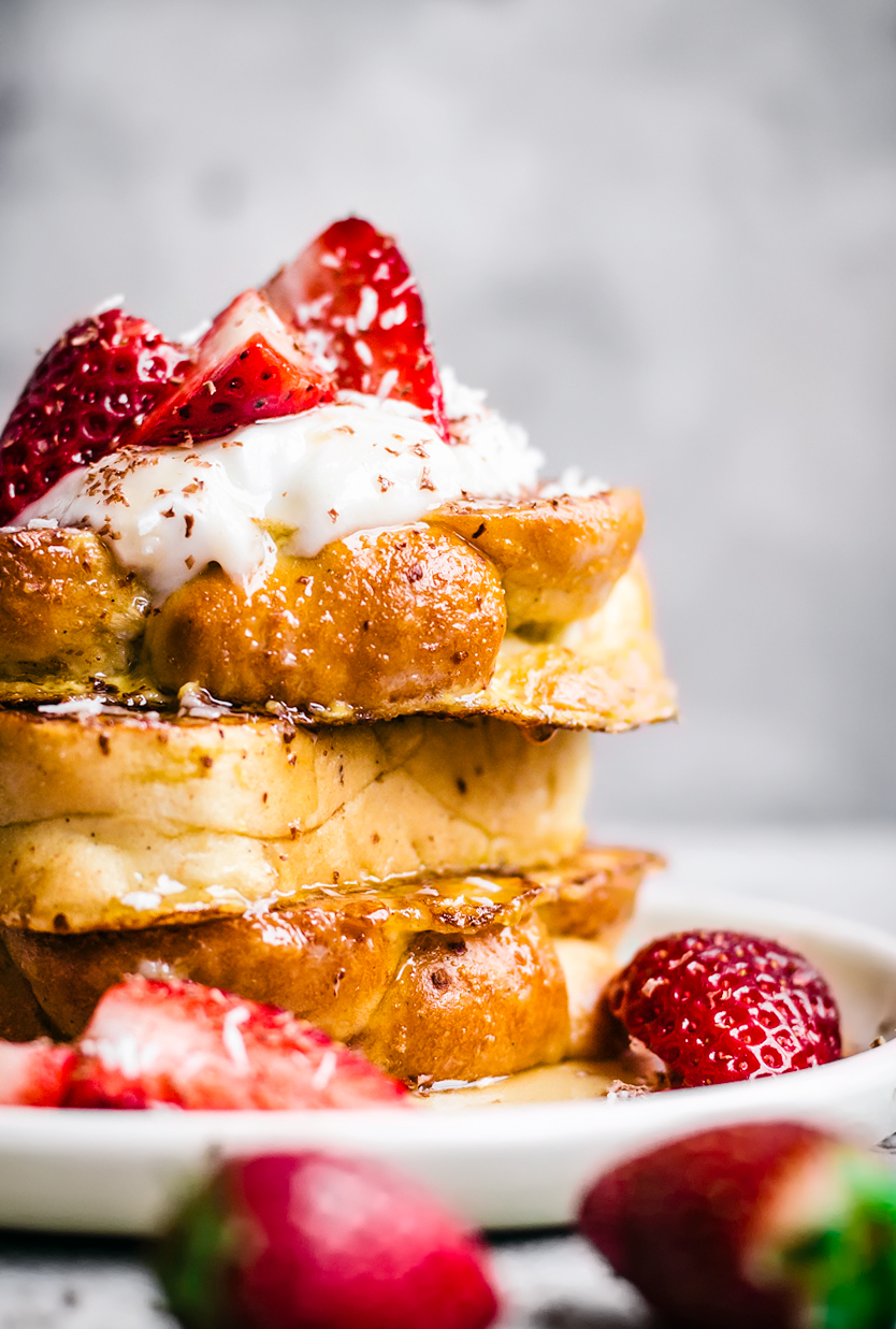 Lemon Vanilla French Toast with Strawberries | occasionallyeggs.com