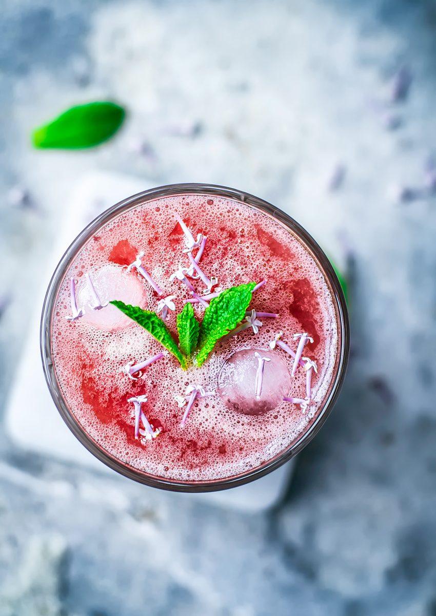 Honey Rhubarb Lemonade | occasionallyeggs.com