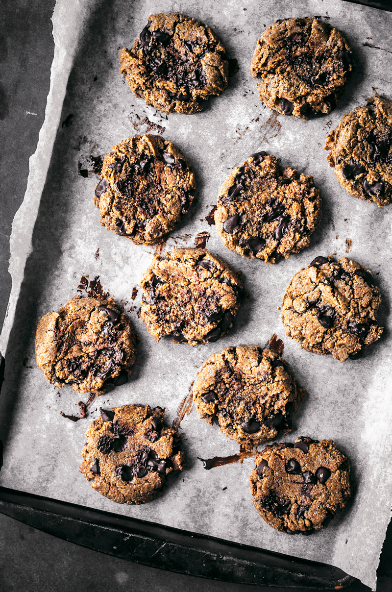Vegan Almond and Rye Chocolate Chip Cookies | occasionallyeggs.com