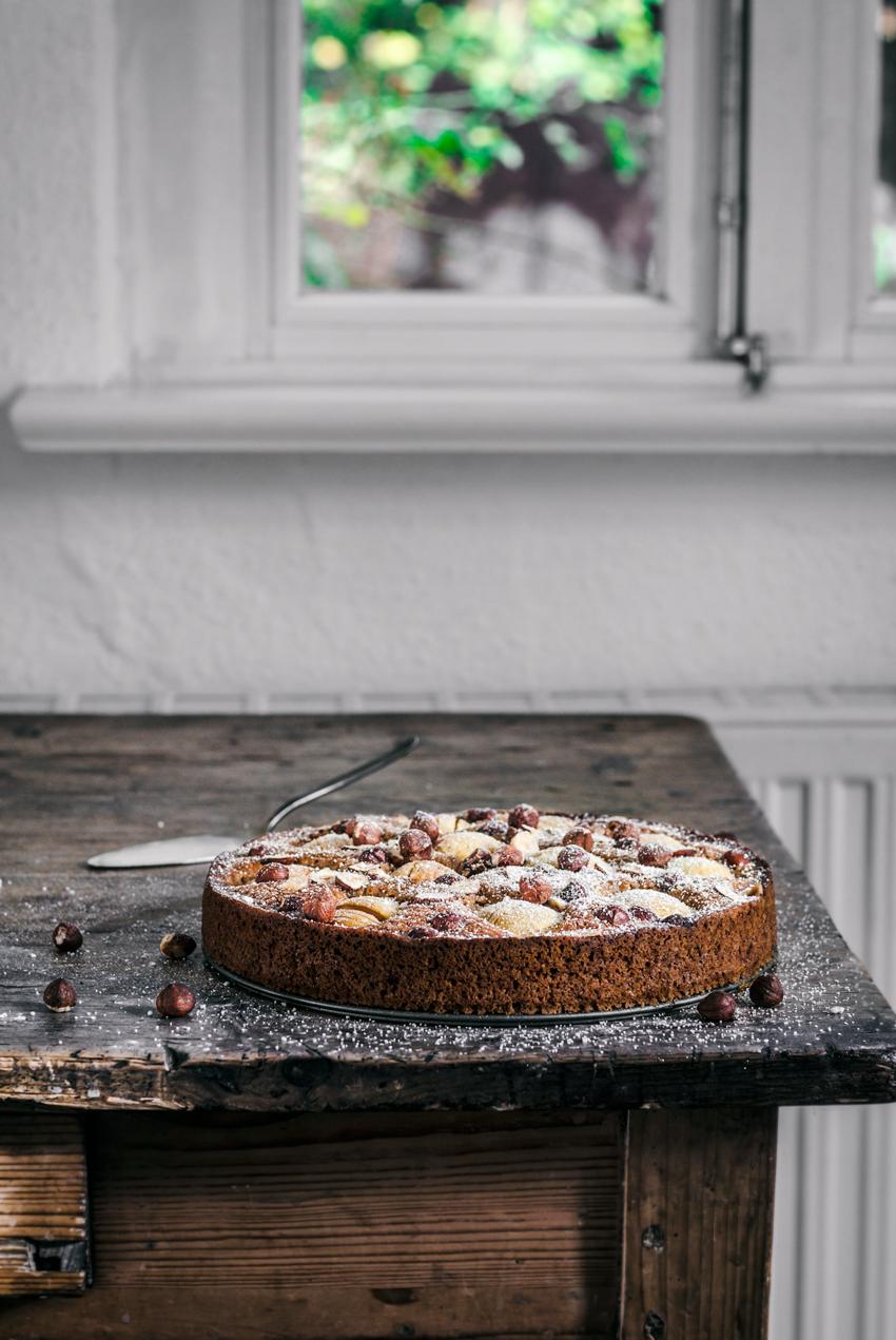 Apple Hazelnut Cake | occasionallyeggs.com #veganrecipes #coffecake