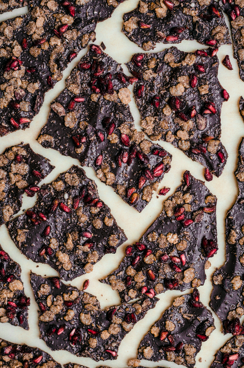 Raw Chocolate Bark | occasionallyeggs.com