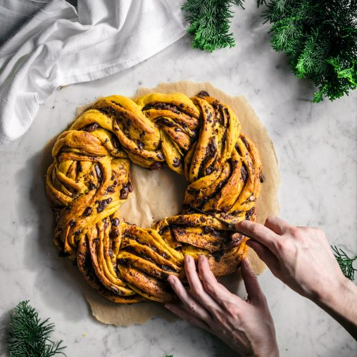 Saffron Wreath Bread | occasionallyeggs.com #veganrecipes #saffron #bread
