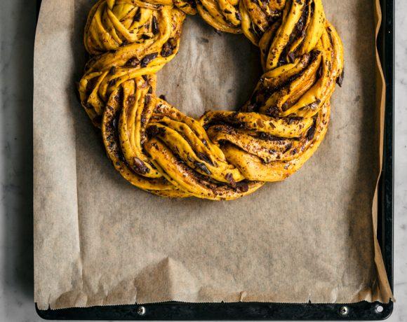 Saffron Wreath Bread | occasionallyeggs.com #veganrecipes #saffron #bread