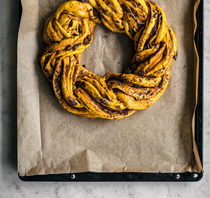 Saffron Wreath Bread   occasionallyeggs.com #veganrecipes #saffron #bread