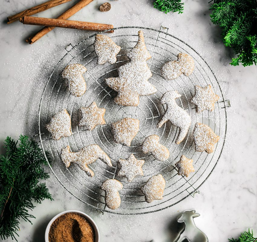 Vegan Spice Sugar Cookies | occasionallyeggs.com #holidaybaking #cookies