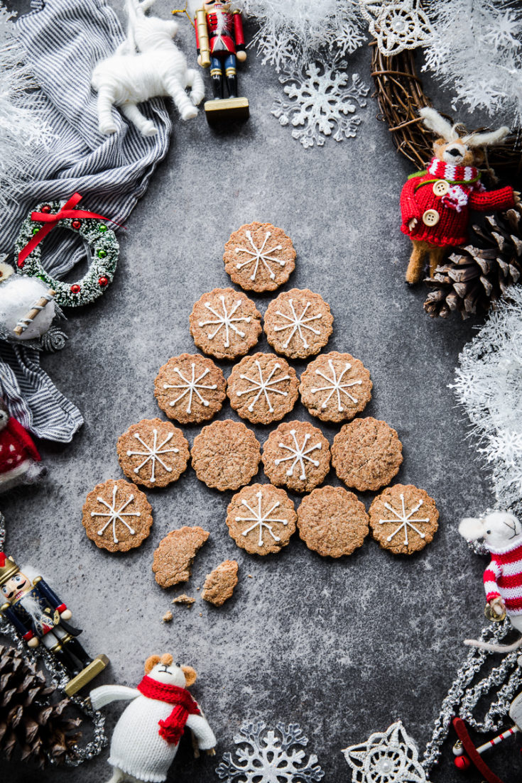 Vegan Gingerbread Tahini Cookies