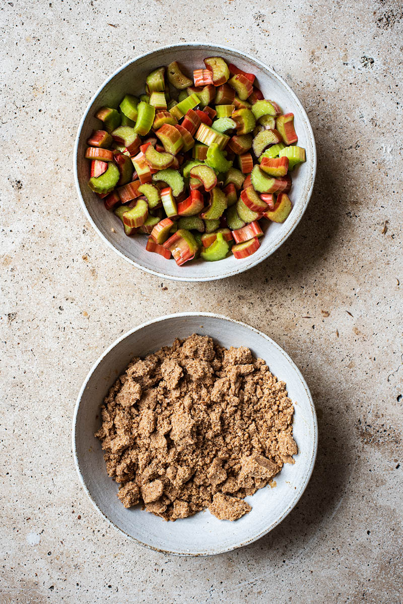 Two bowls, one with the rhubarb mix, and the other with the streusel.